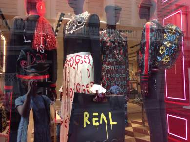 Window Gucci, Via Monte Napoleone