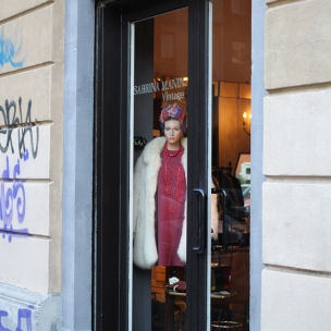 Window Vintage shop Sabrina Manin, Via B. Cellini 21